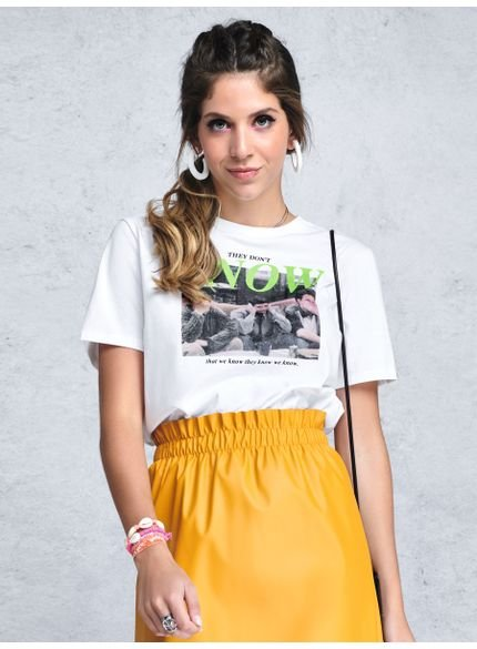 camiseta friends branca serie t7254 look