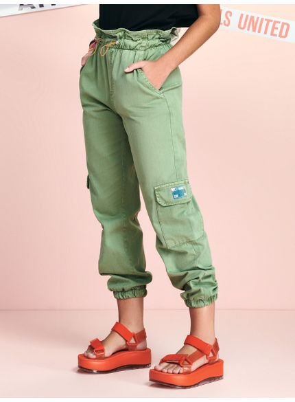 calca jogger verde militar de sarja femininna t7063 look